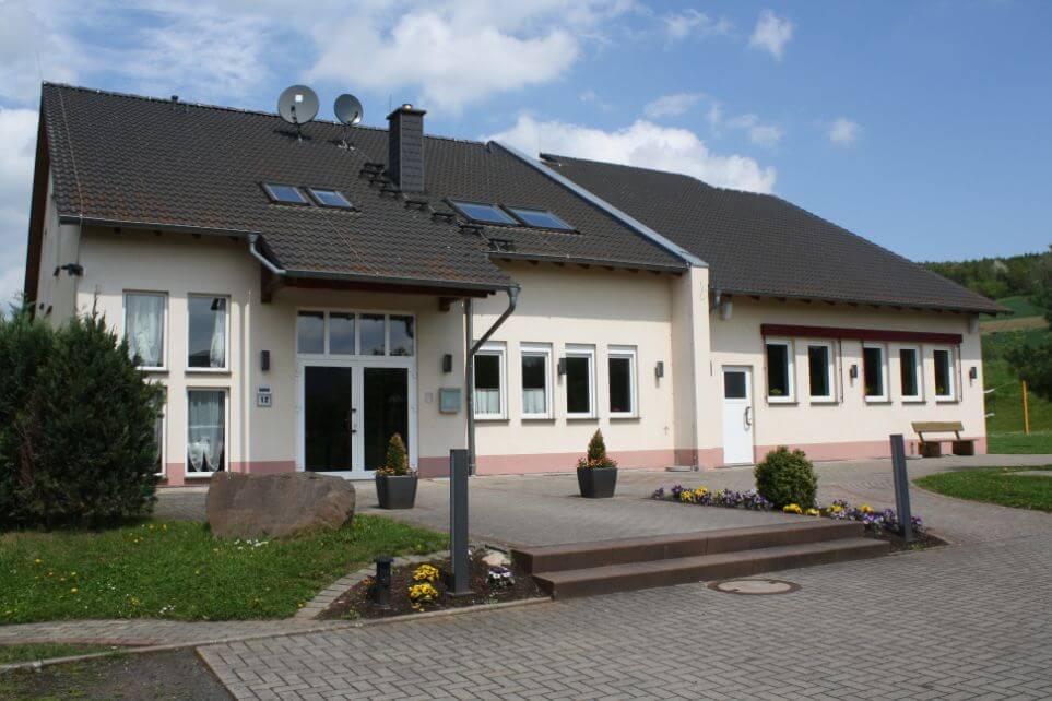 Gemeindesaal von DCG Queck in Schlitz vor dem Ausbau.